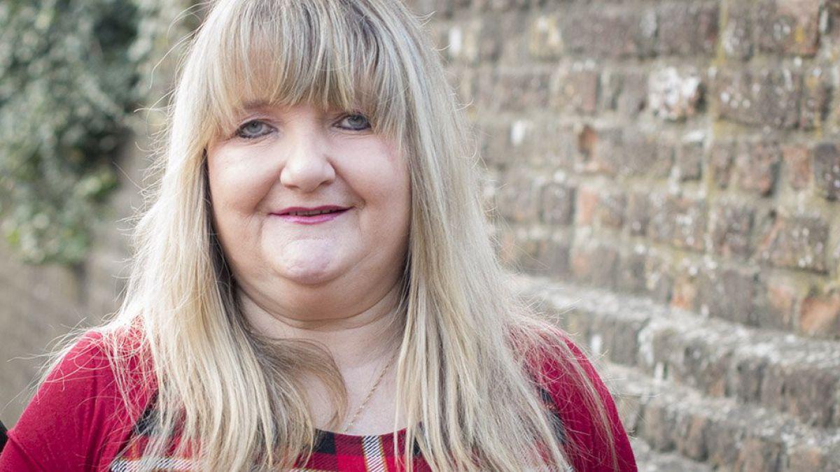 Mujer que perdió su empleo de 21 años por publicar una foto en Facebook