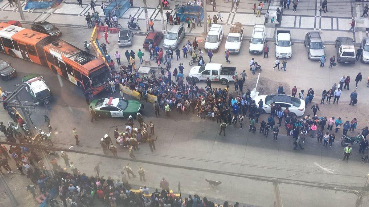 Chofer de colectivo atropelló a carabinero ya una mujer en Maipú