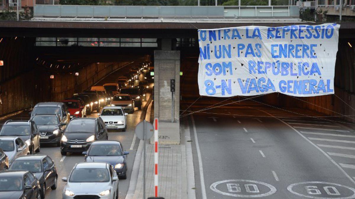 Numerosos cortes de carreteras y trenes en protestas en Cataluña