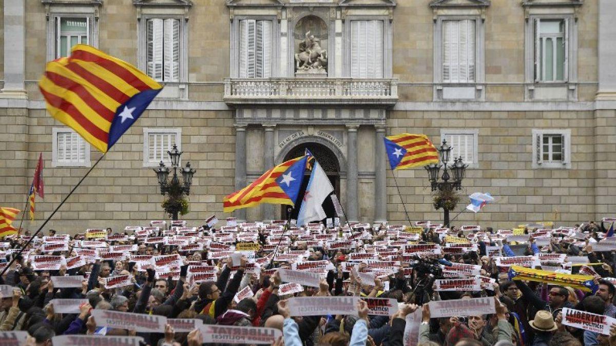 Miles de manifestantes independentistas en Barcelona para continuar la lucha