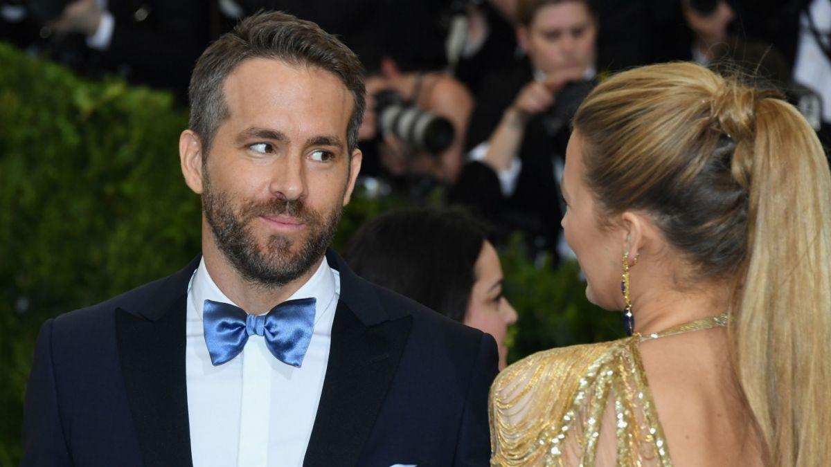 Sigue el juego de la pareja: Ryan Reynold se burla de la peor foto de su esposa Blake Lively