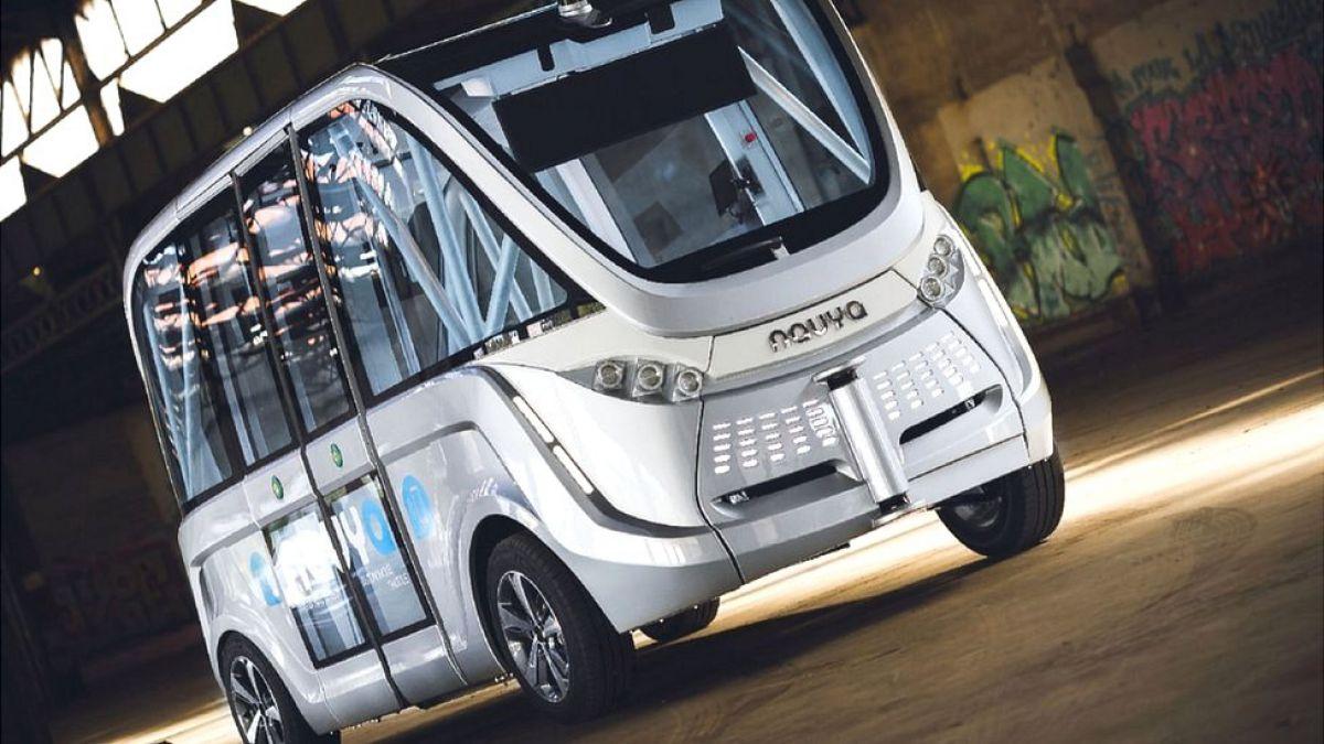 Autobús sin conductor choca en su primer viaje con pasajeros en Las Vegas
