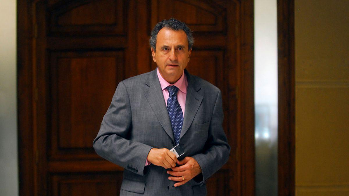 Ex embajador se defiende ante nuevas denuncias por acoso y abuso sexual
