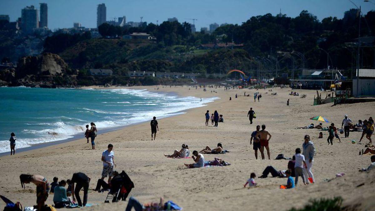 Armada adelanta temporada de playa en seis balnearios del litoral central