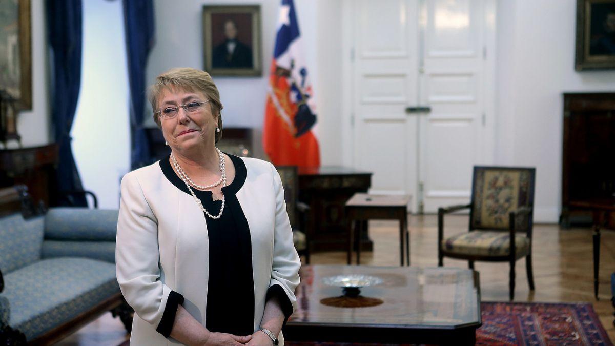 Cadem: Bachelet alcanza su máxima aprobación desde Caval con un 40%