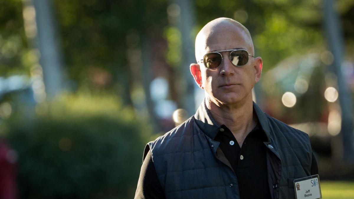 Fortuna de Jeff Bezos alcanza los 100.000 millones de dólares