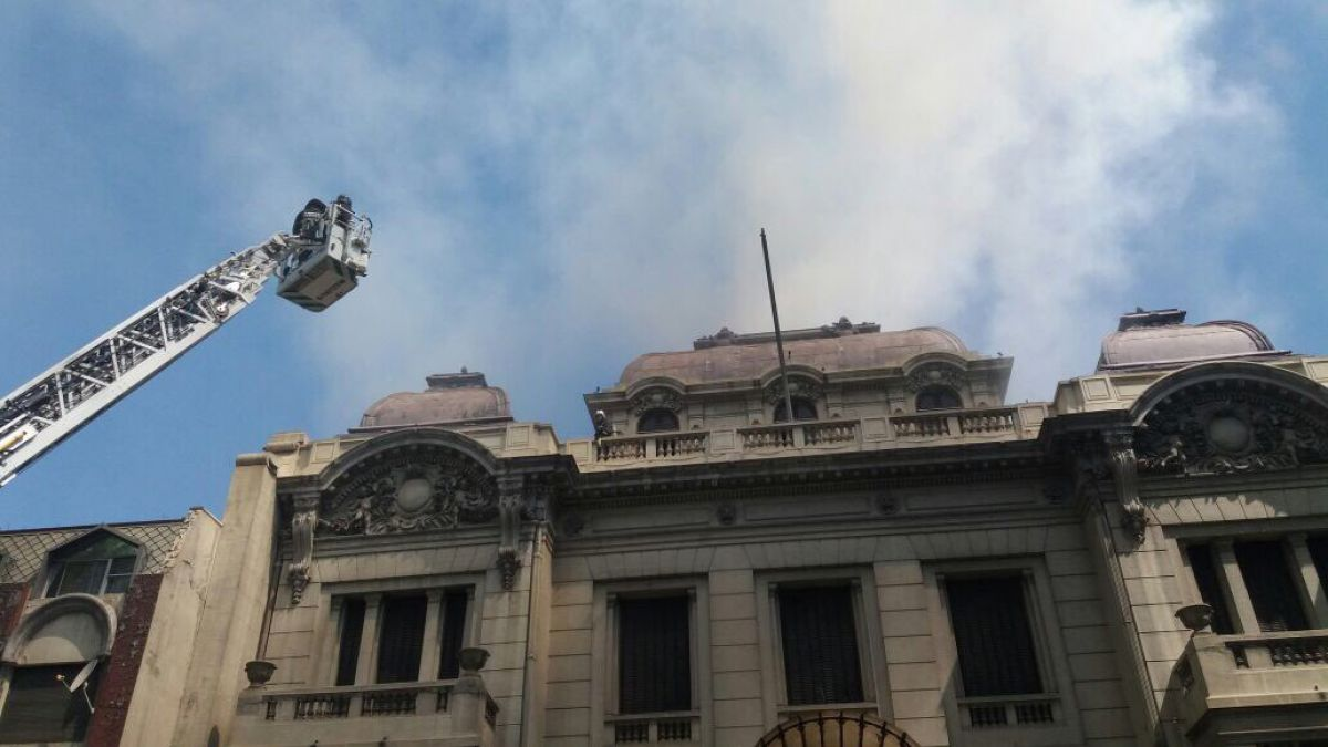 Incendio se registra en el Palacio Ariztía de Santiago