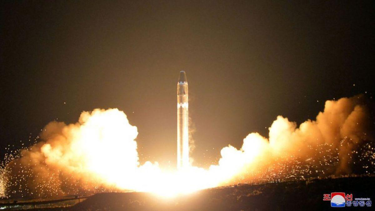 Aterrador: Atestiguaron desde avión el misil de Corea del Norte