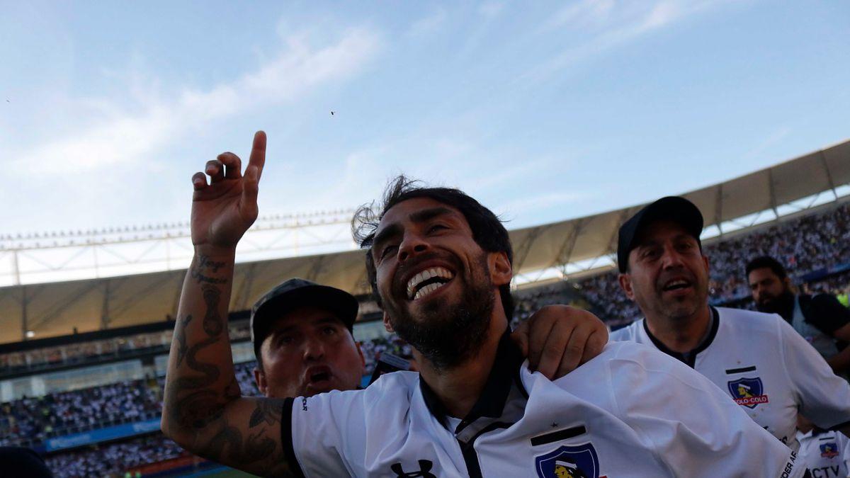 Jorge Valdivia festeja la estrella 32° de Colo Colo: