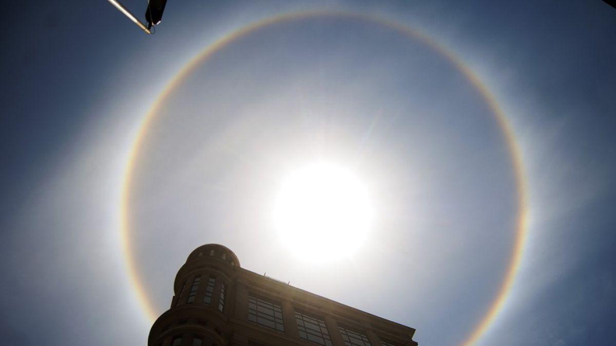 Usuarios de redes sociales registran halo solar en Santiago