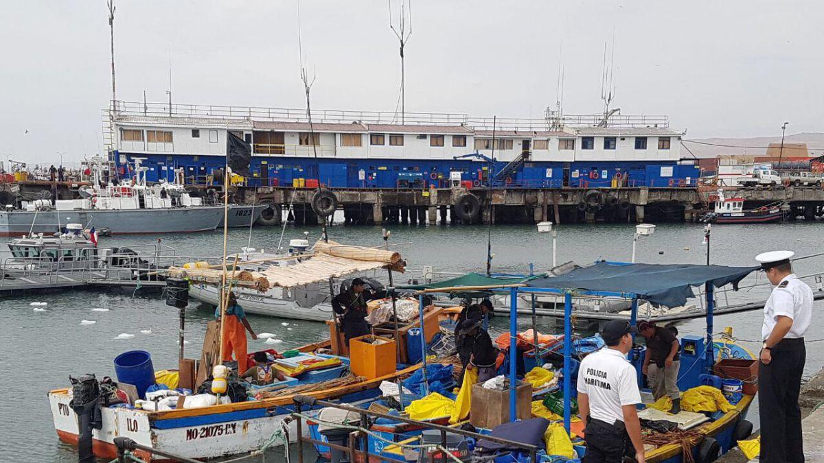Armada captura embarcaciones peruanas en zona exclusiva para pesca chilena