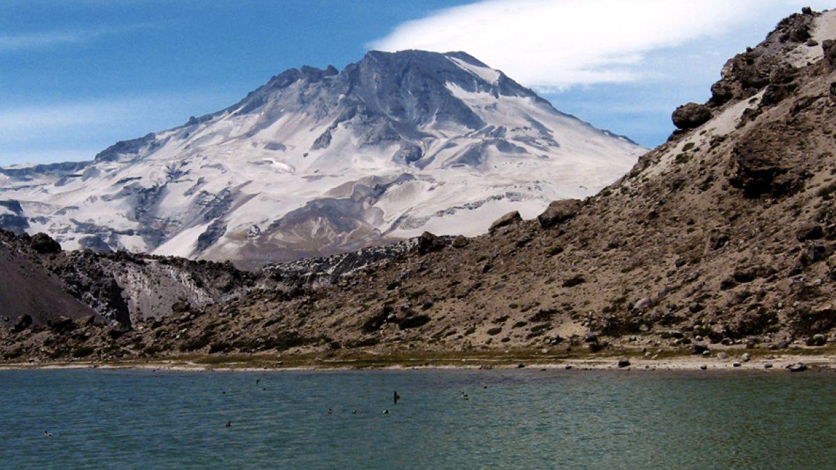Onemi registra actividad sísmica en Volcán Descabezado Grande