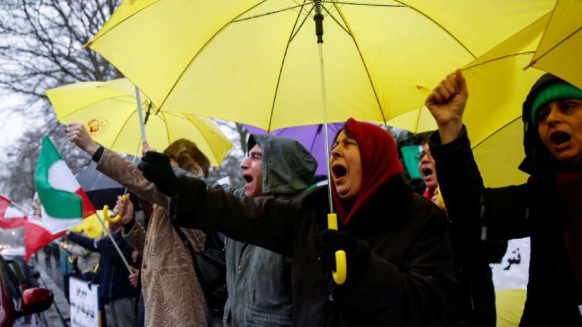 Miles marchan a favor de gobierno iraní en medio de crisis