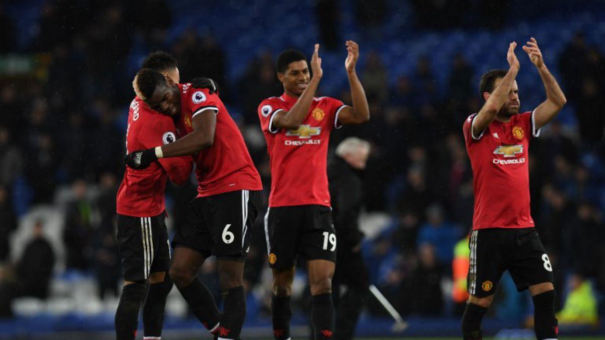 United se reencuentra con la victoria ante Everton, Liverpool gana in extremis