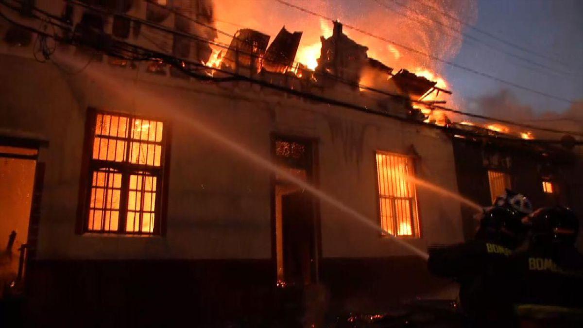 Incendio en cerro Molino de Valparaíso consumió seis viviendas