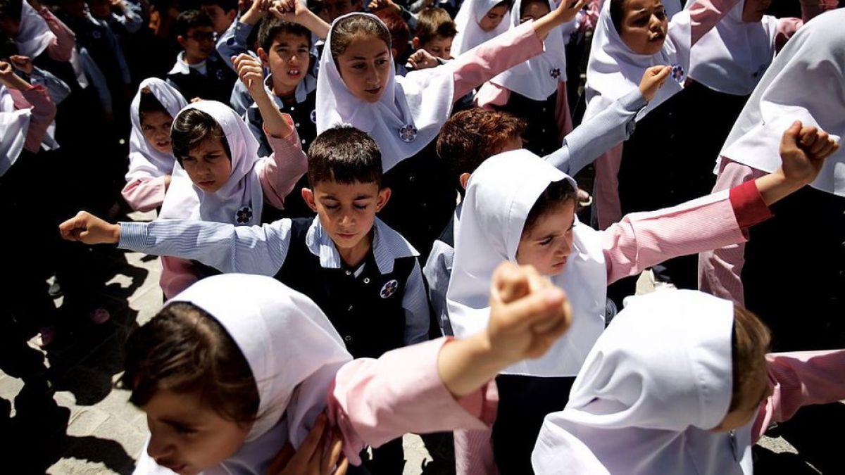 Irán prohíbe constitucionalmente la enseñanza del inglés para combatir la