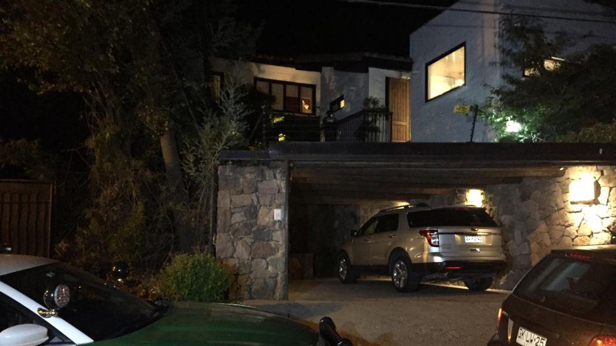 Periodista Mauricio Bustamanté sufrió violento robo en su casa en Lo Barnechea
