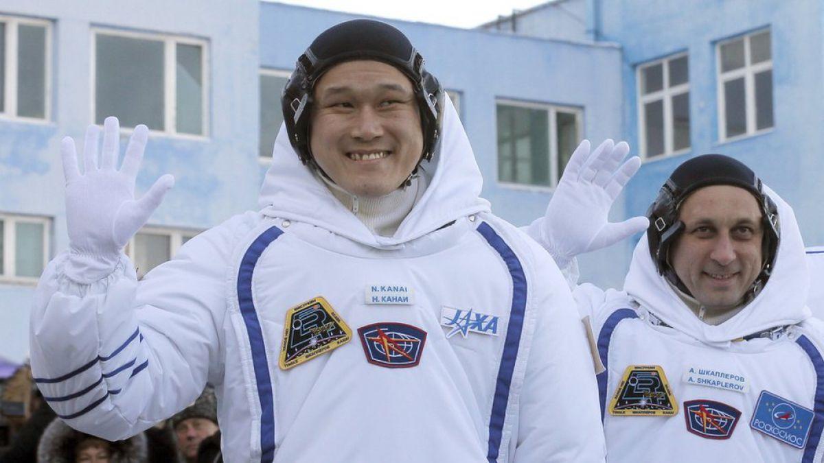 Astronauta corrige su 'estirón' en el espacio; admite error