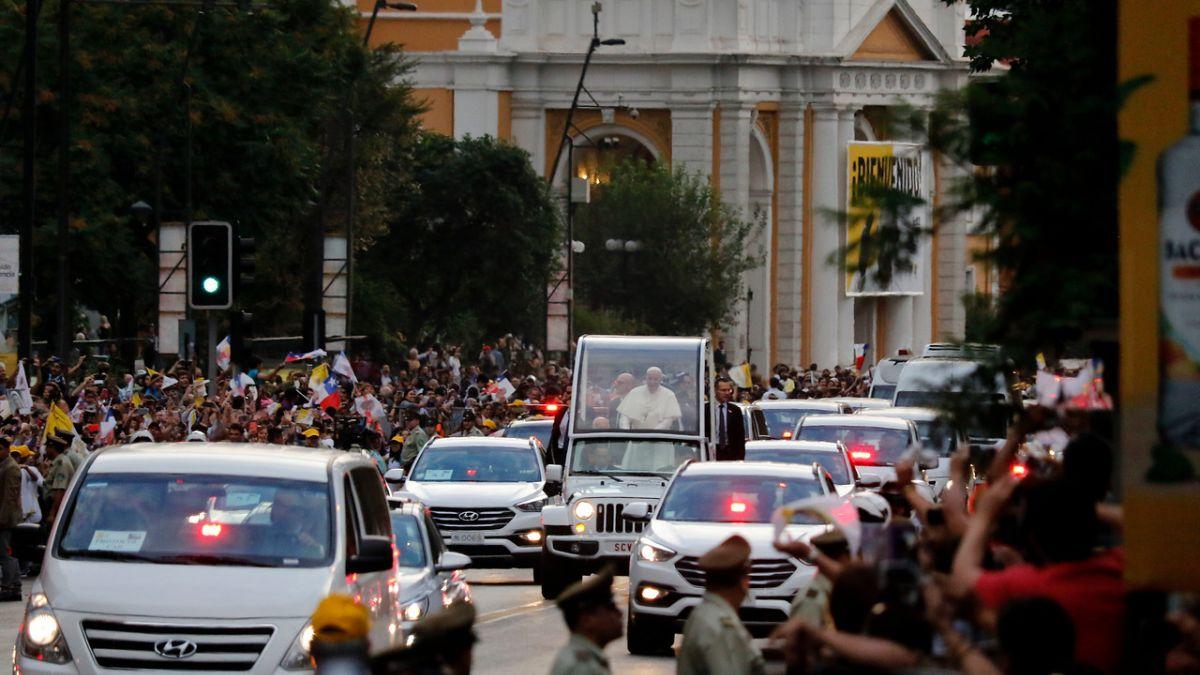 Visita de papa Francisco: Desvíos de tránsito, refuerzo de Metro y Transantiago