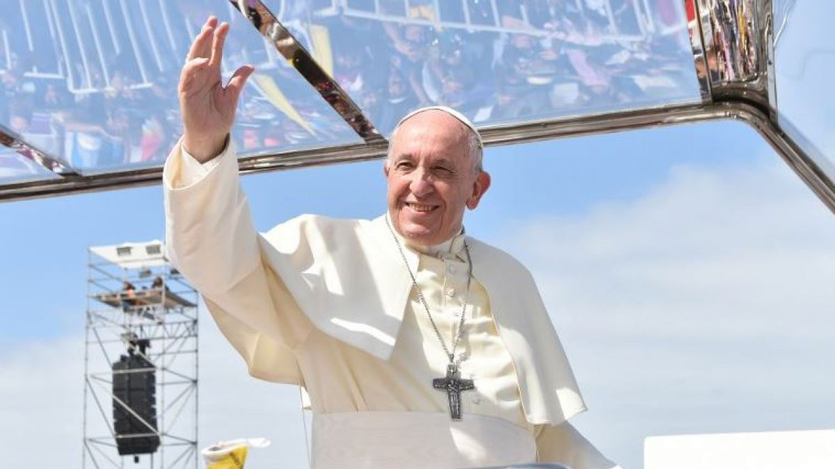 El Papa casó a una pareja en pleno vuelo