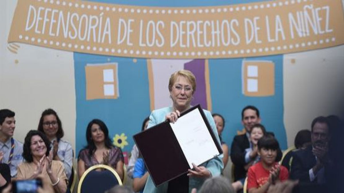 Presidenta promulga ley que crea la Defensoría de la Niñez