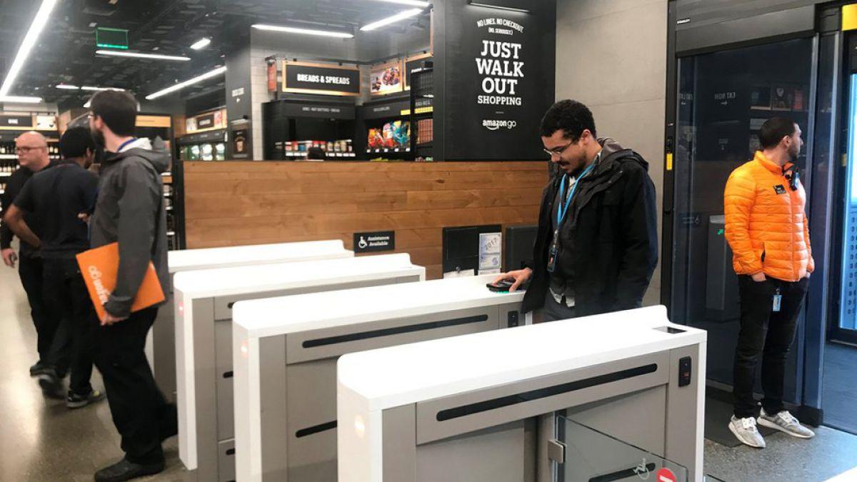 ¿Cómo hizo Amazon para que su primer supermercado no tenga cajeros ni filas?