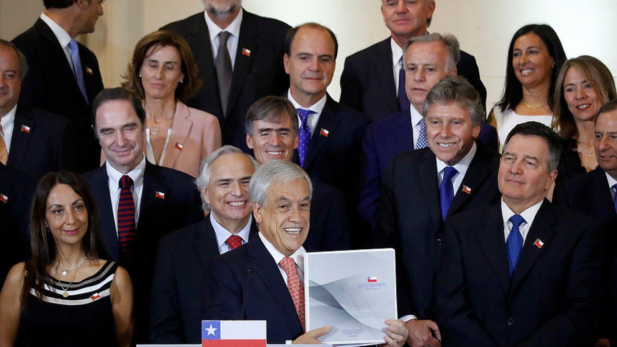 Piñera presenta al escritor Roberto Ampuero como su Canciller