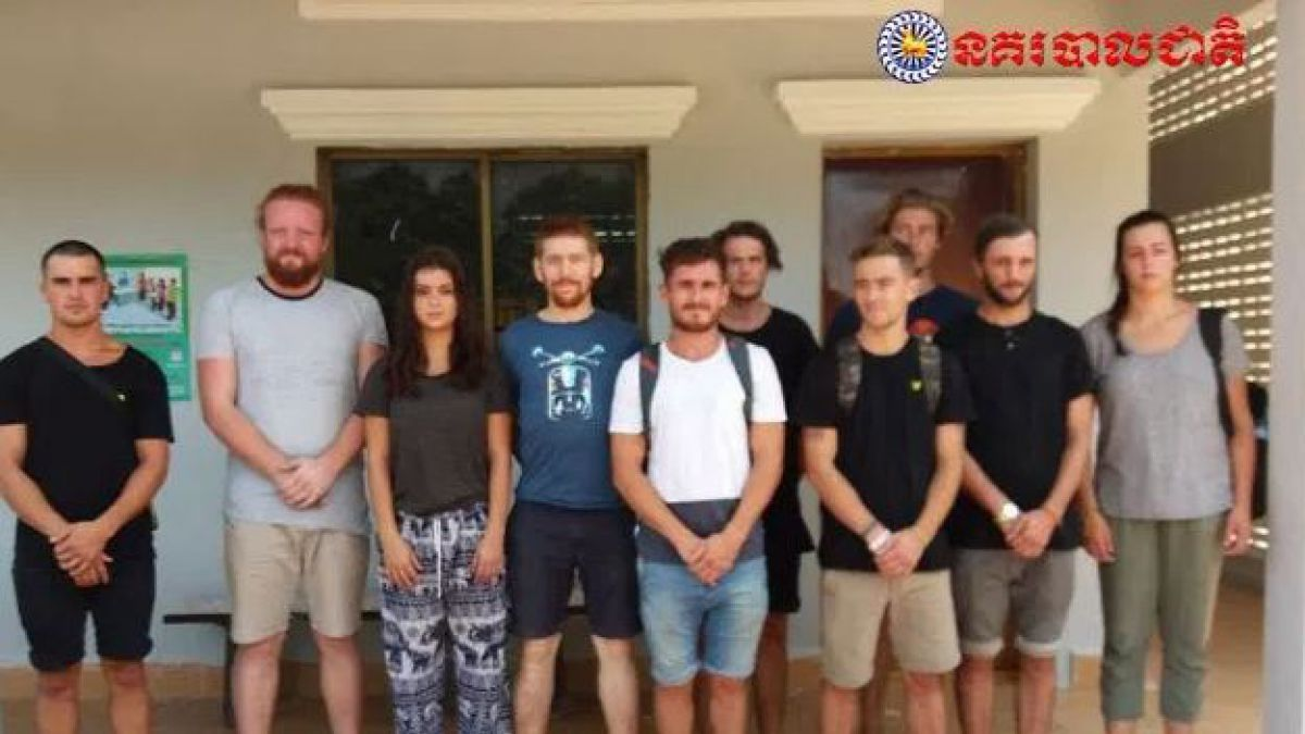 Turistas son detenidos en Camboya por