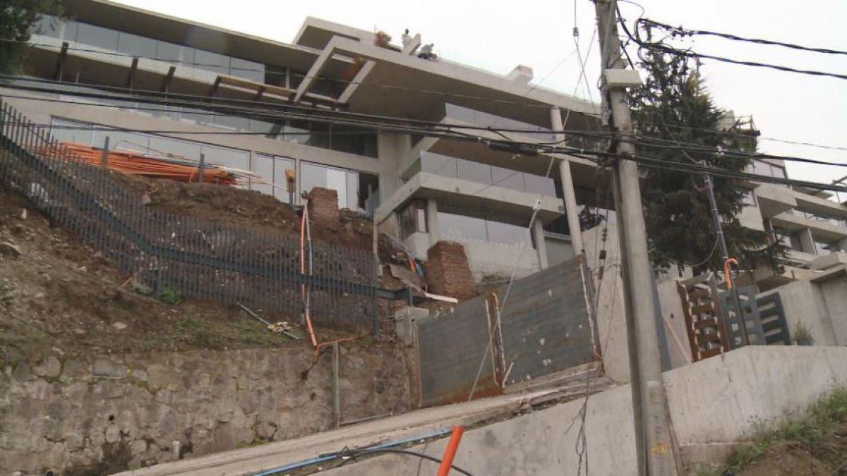 Trabajador muere en obras de nueva casa de Alexis Sánchez   Tele 13