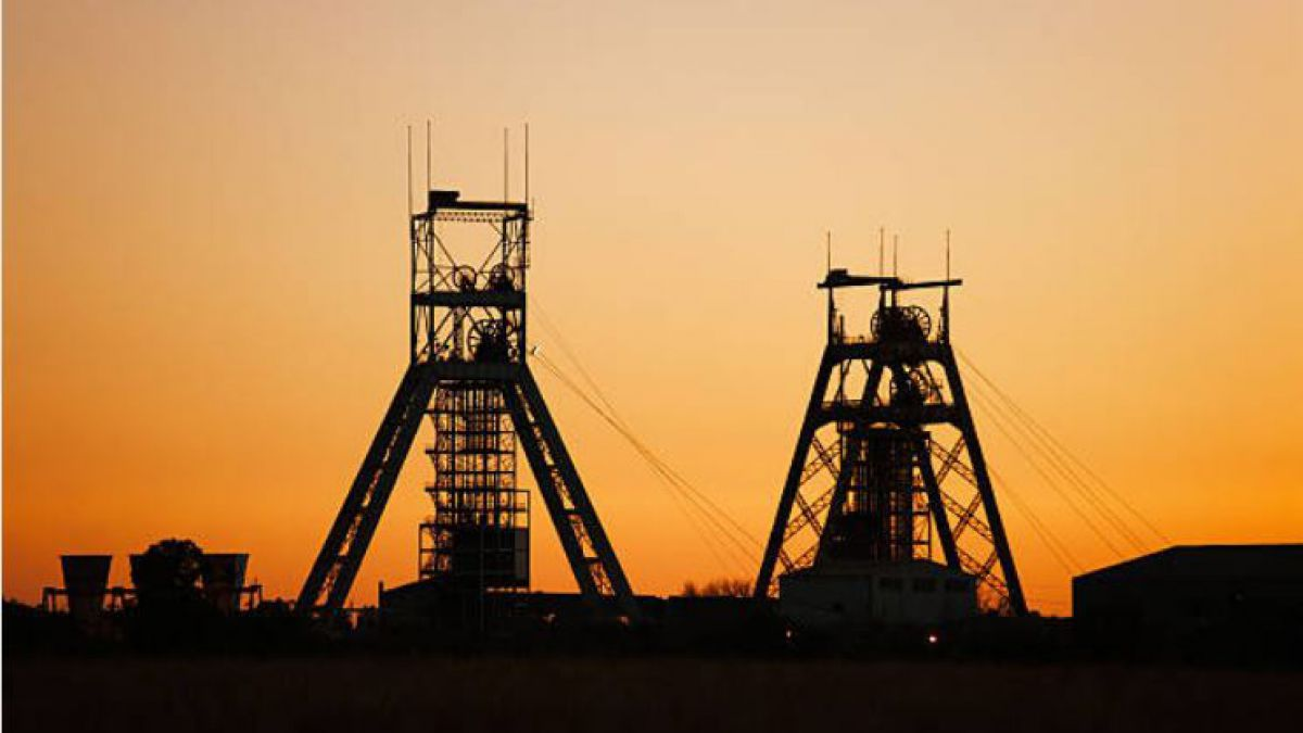 950 trabajadores quedaron atrapados en una mina de oro en Sudáfrica