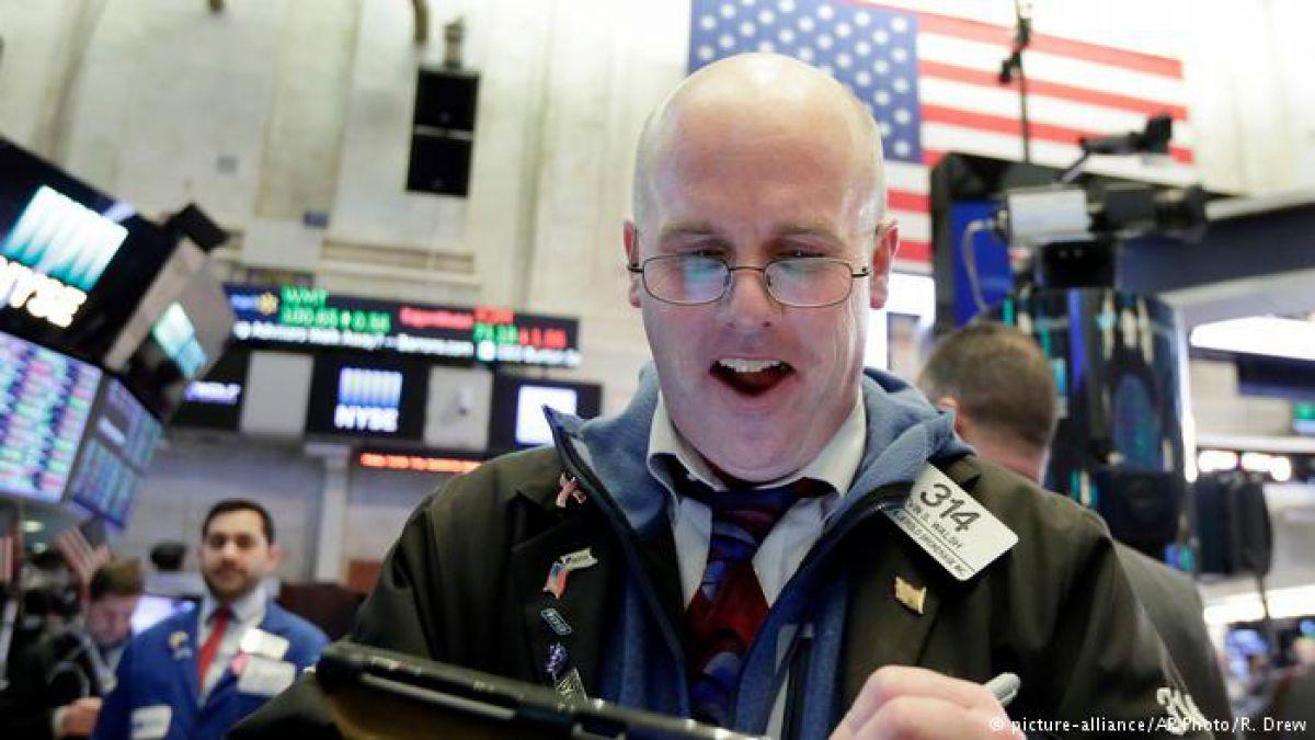 Bolsa de EE. UU. se recupera y reduce a la mitad las pérdidas