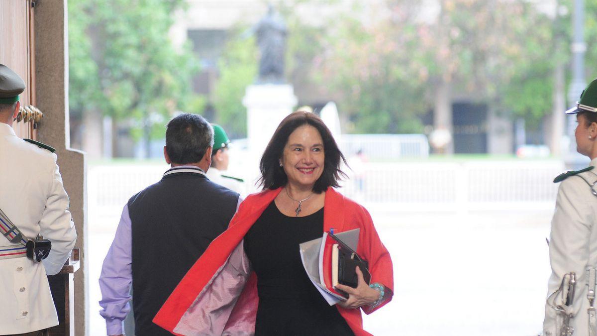 Ministra de Salud es beneficiaria de bonos por 80 millones de pesos