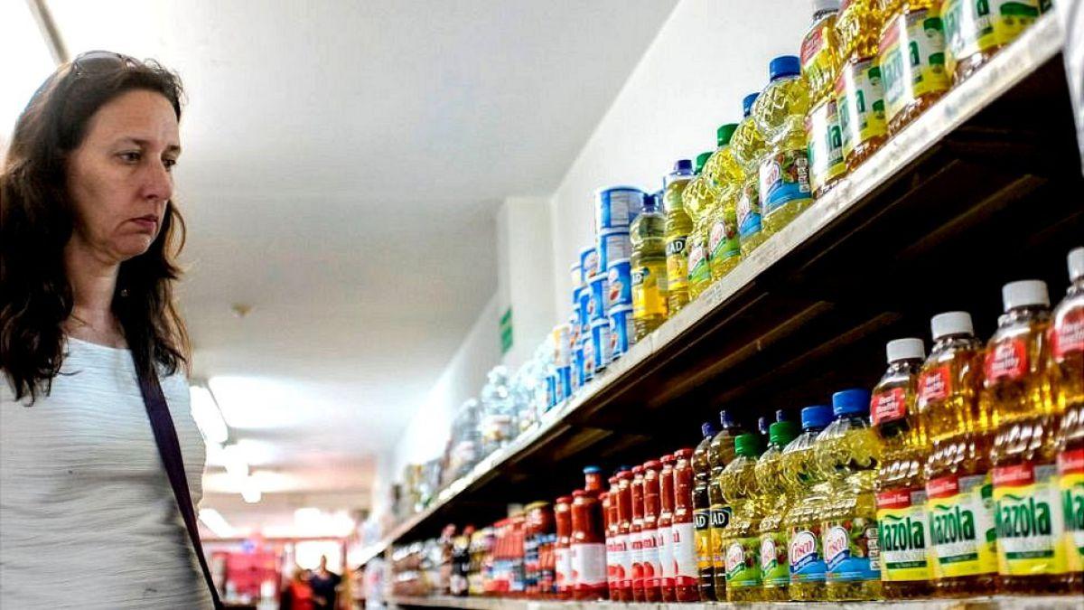 Por qué algunos productos se están encogiendo en los supermercados mientras su precio se mantiene