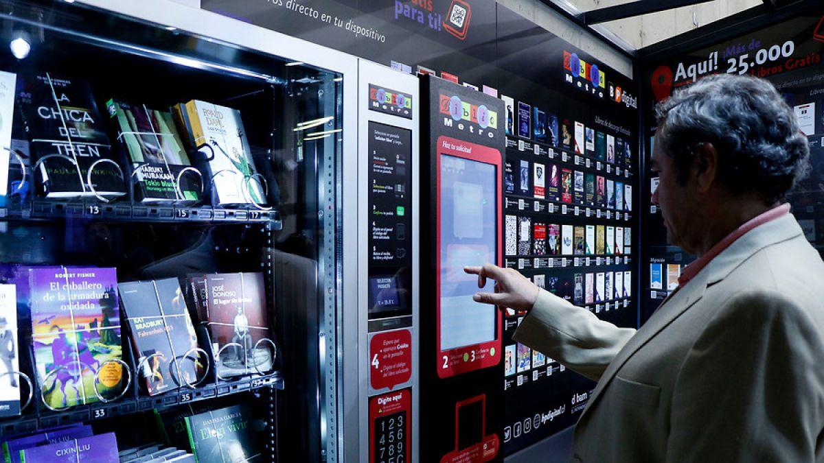 Inauguran el primer Bibliometro digital con dispensadores de libros — Metro y literatura