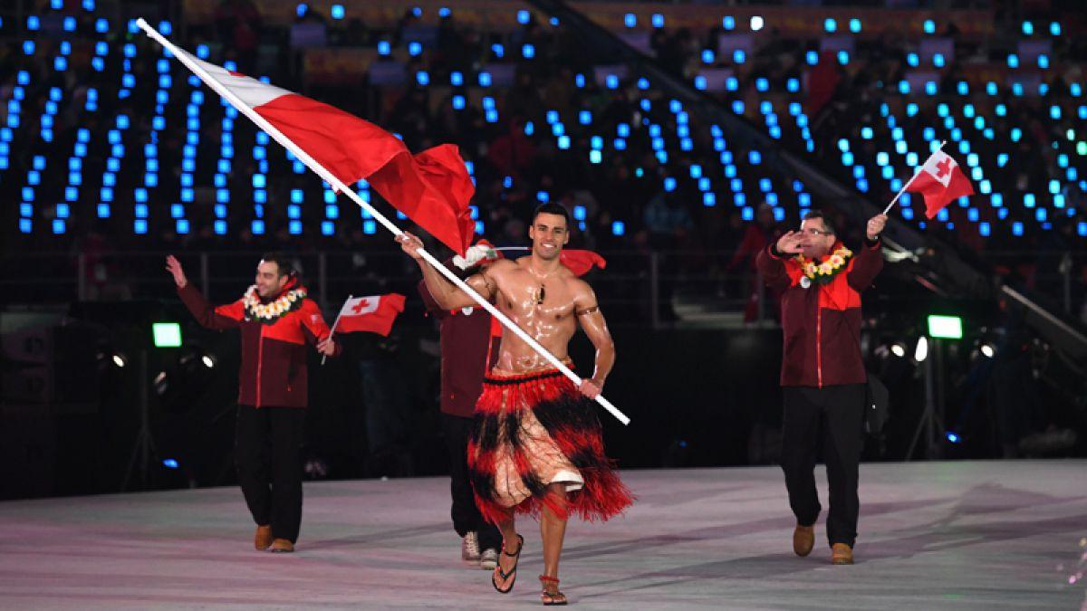 Abanderado de Tonga desfila con torso desnudo en Pyeongchang al igual que en Río 2016