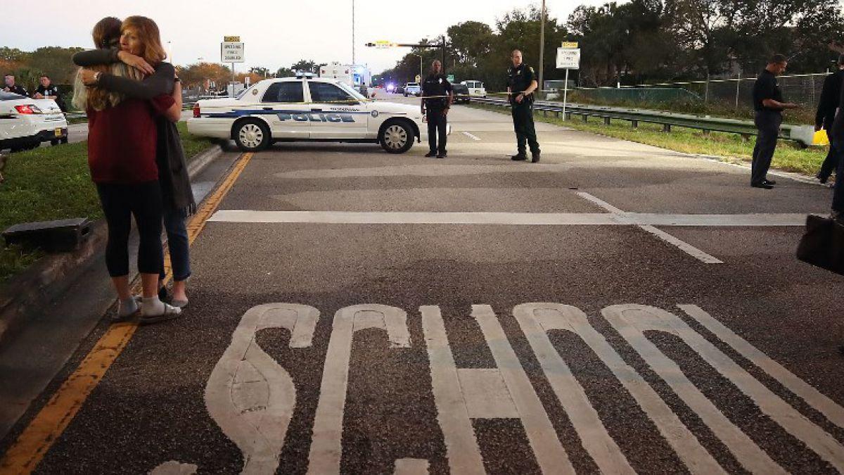 FBI admite inacción ante aviso sobre tirador de escuela de Florida