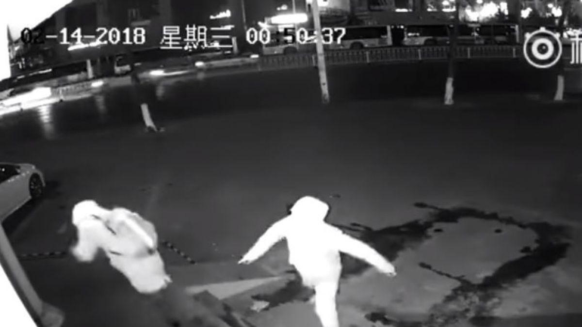 Ladrón deja inconsciente a su cómplice en pleno robo