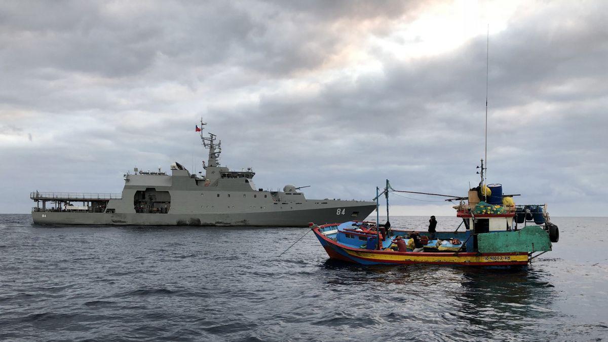 Chile intercepta dos barcos peruanos con 5 toneladas de tiburón