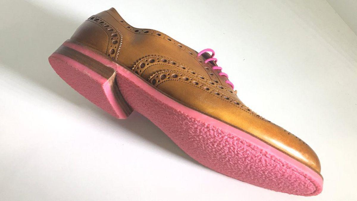 Anna Bullus, la diseñadora que fabrica suelas de zapatos con goma de mascar