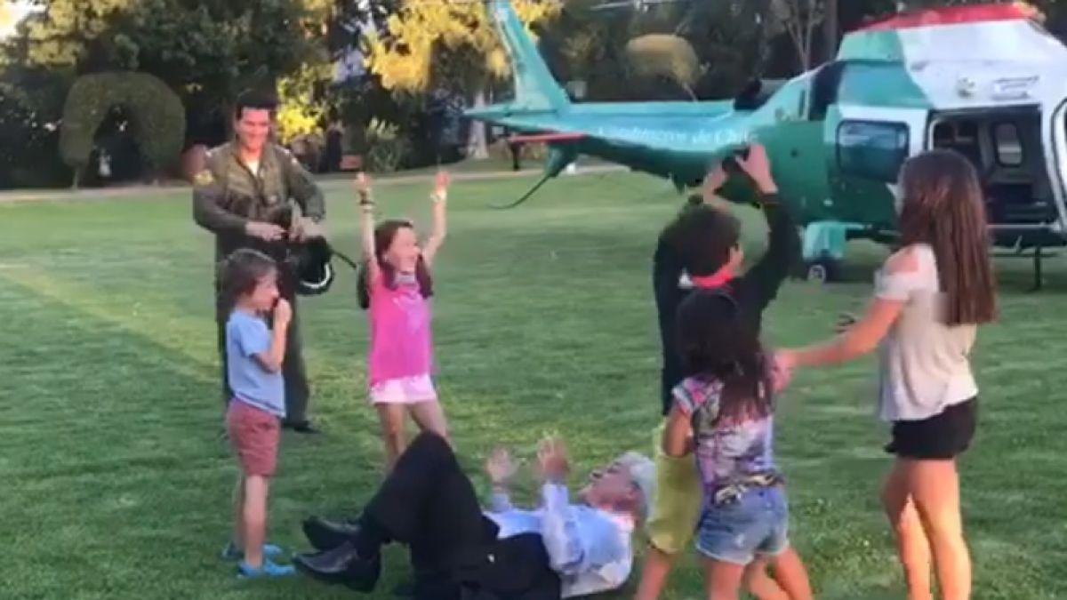 [VIDEO] Presidente Piñera termina en el suelo jugando con sus nietos
