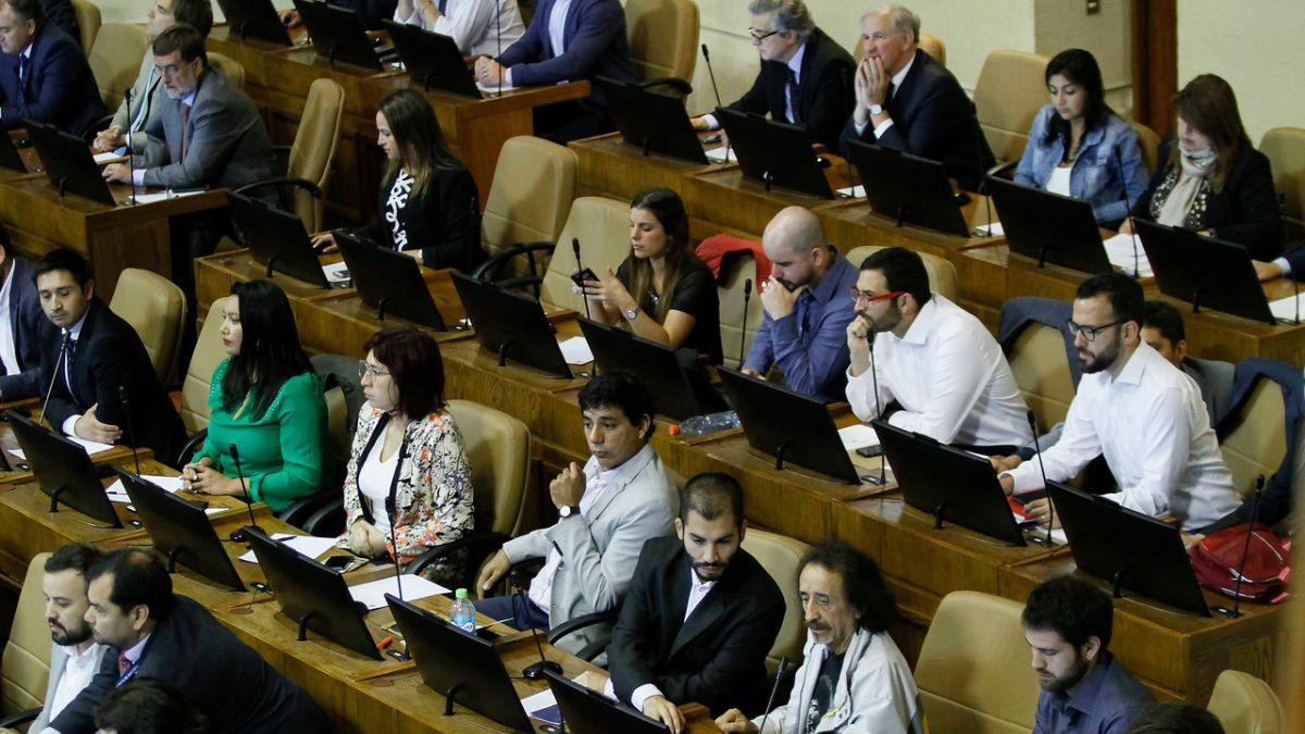 [VIDEO] Con 62 de 155 diputados se inicia la primera sesión legislativa de la Cámara
