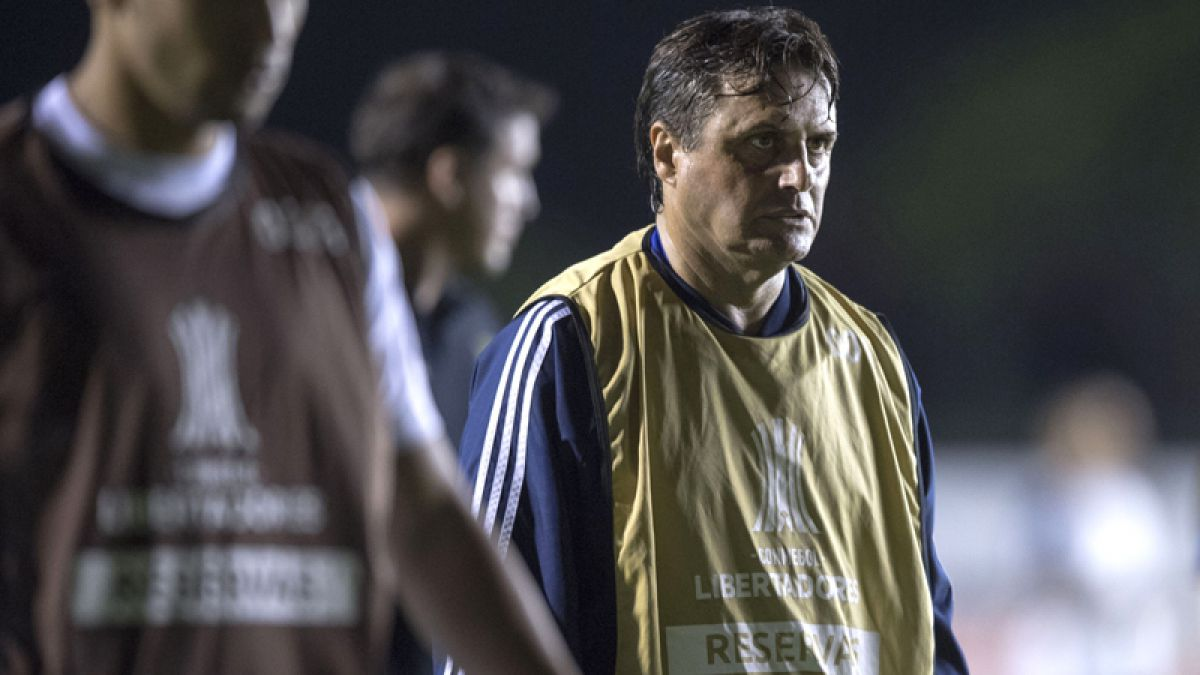 """Hoyos es cauto tras triunfo sobre Vasco: """"Estamos disfrutando, pero esto recién comienza"""""""