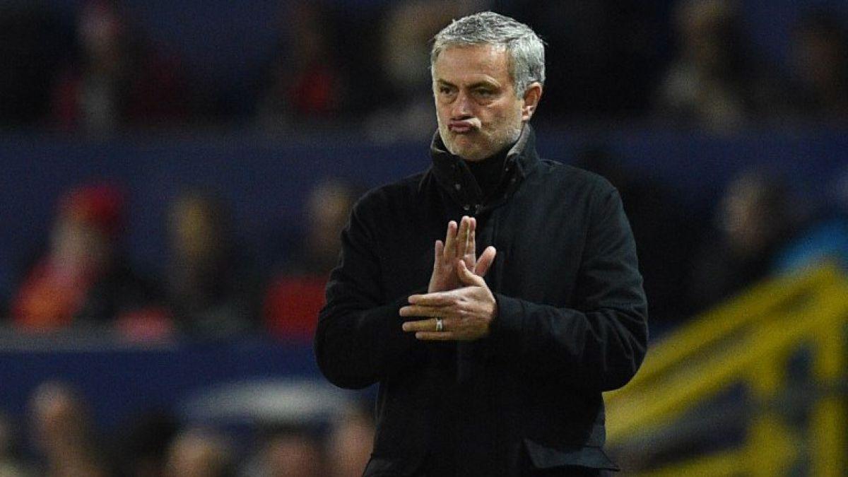 Hinchas del Manchester United juntan fondos para pagar el finiquito de José Mourinho