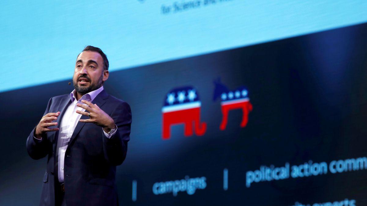 Alex Stamos, director de seguridad de Facebook, desmiente su renuncia