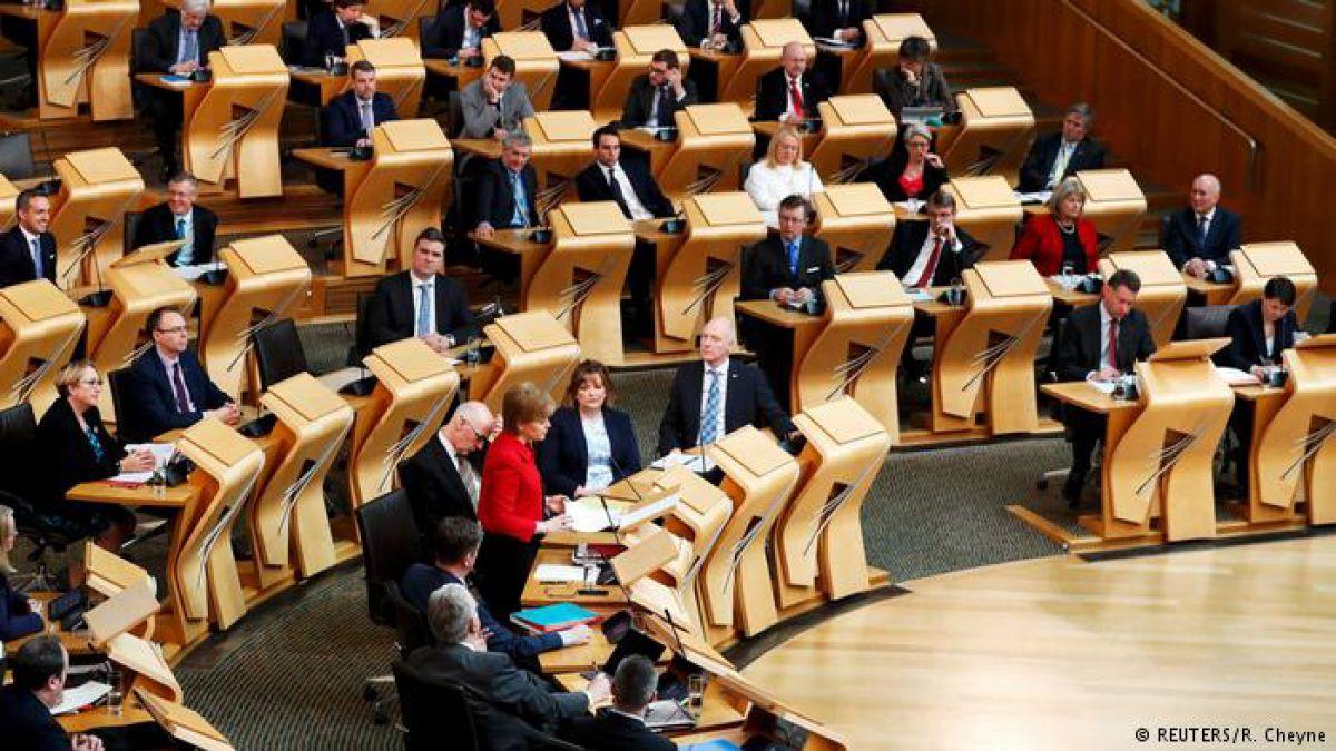 Escocia aprueba ley del brexit