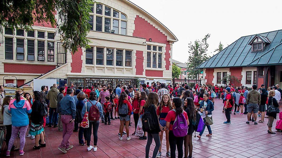 Colegio en Santiago eliminó las notas y aumentó los minutos de recreo