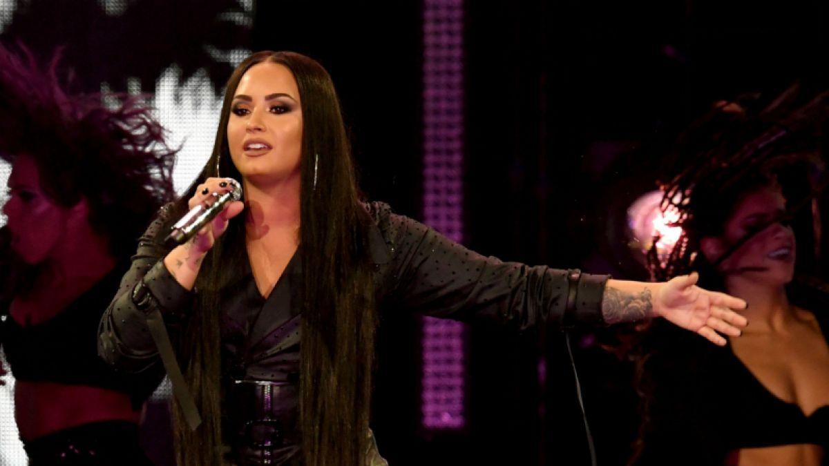 Demi Lovato muestra su celulitis y estrías para promover el amor propio
