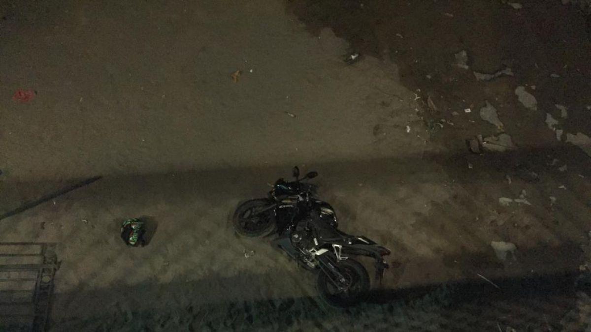 Motociclista se dio a la fuga tras caer a río Mapocho