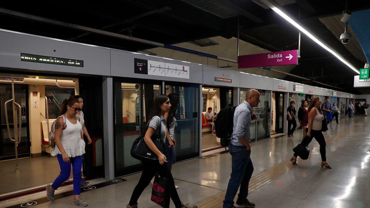 Pasajera de Metro denunció agresiva acción de guardia en su contra