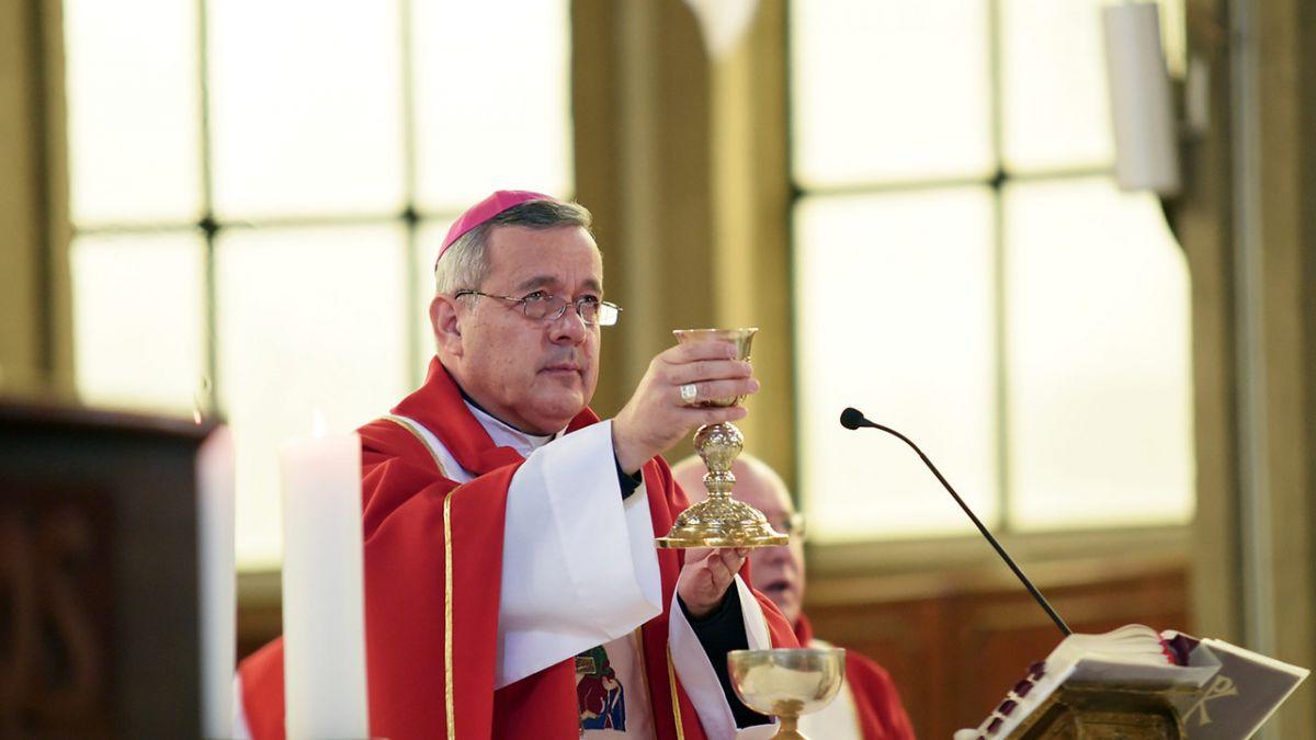 Monseñor Juan Barros negó haber entregado nueva carta de renuncia